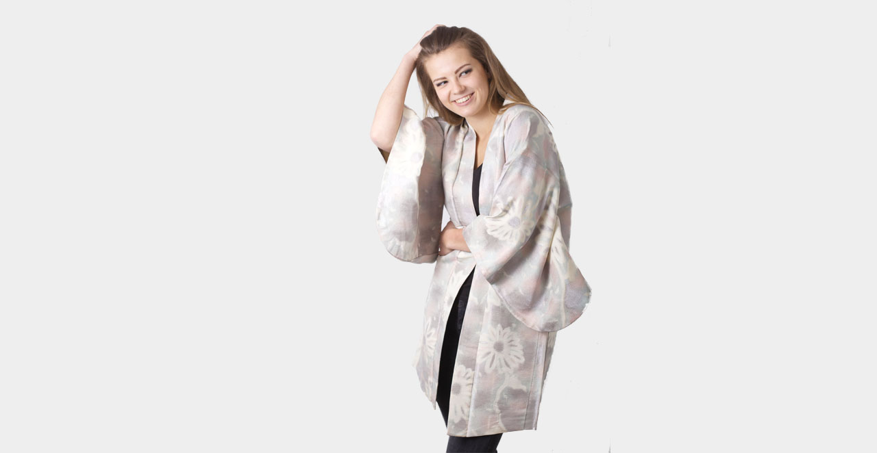 038a9957be14 Sølv kimono med broderier - Freckle And Punch
